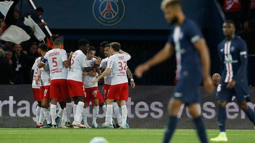 La joie des Rémois au Parc des Princes après l'ouverture du score d'Hassane Kamara face au PSG