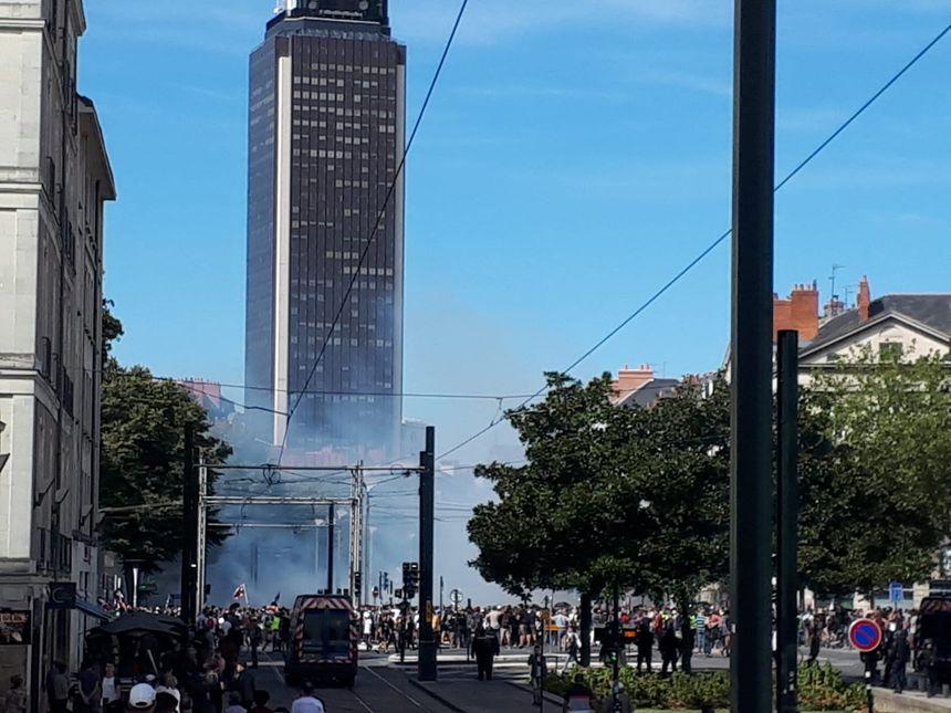 Plus de 1.000 manifestants sont présents, ce samedi après-midi, à Nantes.