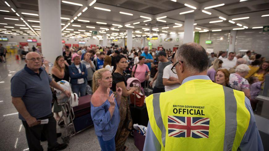 Des clients de Thomas Cook bloqués à l'aéroport de Palma de Majorque le 23 septembre 2019