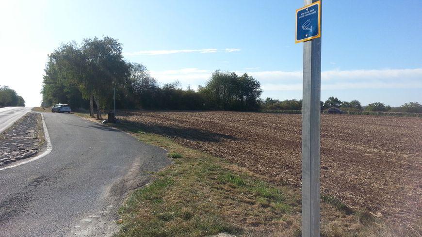 Cette aire de stationnement à Drevant, près de St-Amand-Montrond est désormais équipée d'une caméra pour éviter les dépôts sauvages d'ordures