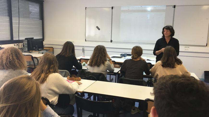 Au Lycée Nelson Mandela, de Poitiers, les élèves de terminale ES ont planché sur le parcours de Jacques Chirac