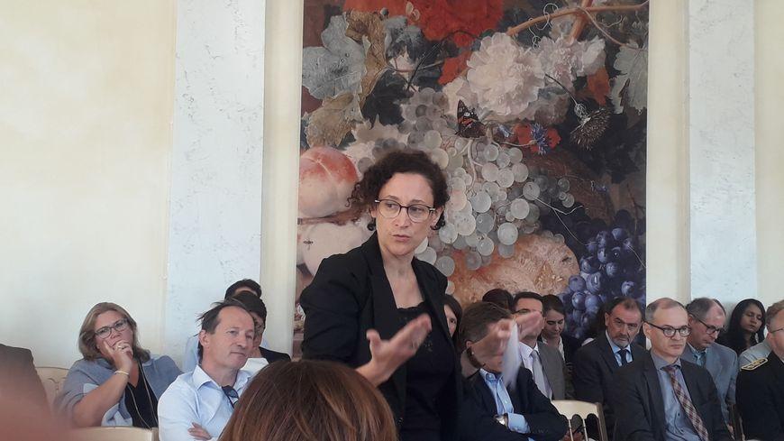 La secrétaire d'État Emmanuelle Wargon en plein échange à Valençay