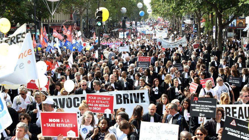 Manifestation des professions libérales contre la réforme des retraites, place de l'Opéra à Paris le 16 septembre 2019