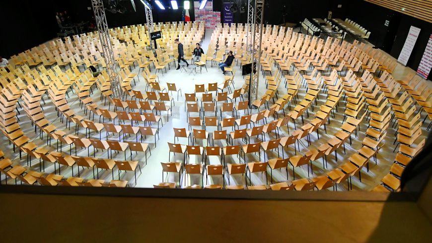 Le débat jeudi 3 octobre à Rodez dans les mêmes conditions que celles qui étaient prévues le 26 septembre ? C'est le scénario privilégié par l'Elysée.
