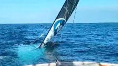Le bateau a coulé après une voie d'eau.