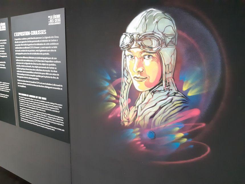 Portrait d'Amelia Earhart réalisé par C215 au musée du Bourget