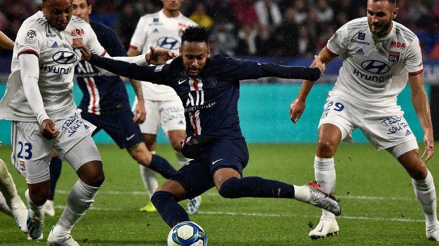 La frappe du gauche de Neymar donne la victoire au PSG face à Lyon