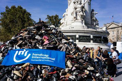 La Pyramide de chaussures de Handicap international à Paris