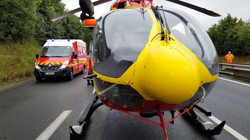 L'hélicoptère du SDIS est intervenu pour prendre en charge le blessé.