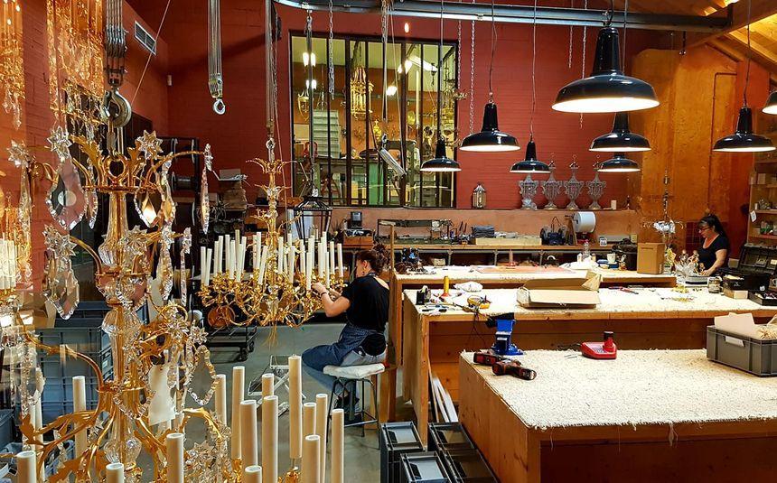 Dans les ateliers de Mathieu lustrerie à Gargas