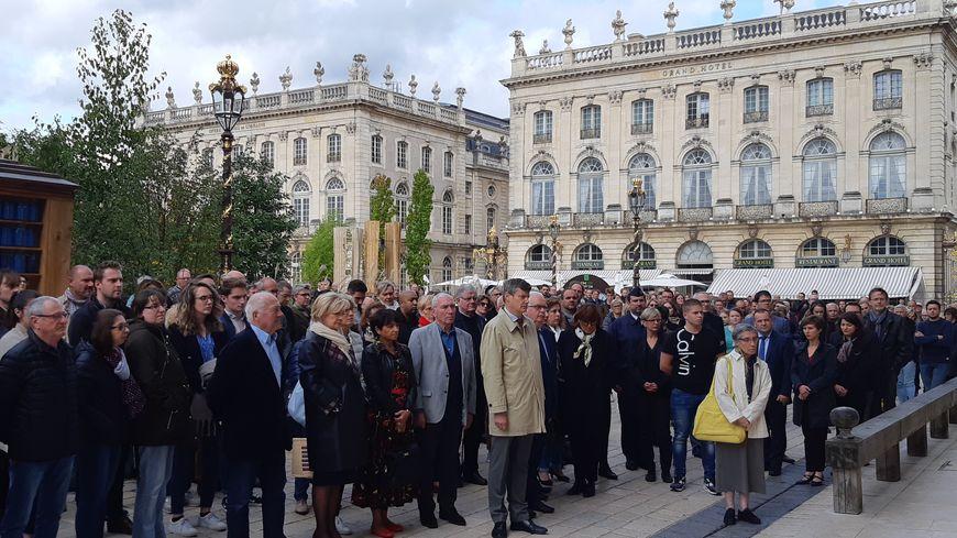 Près de 200 personnes - préfet, élus et anonymes - sont venues se recueillir sur la place Stanislas