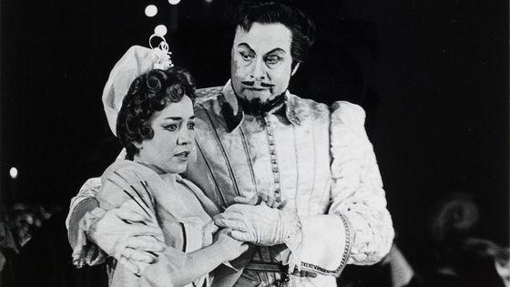 Jane Berbié et George London dans une production de 'Don Juan' de Mozart mise en scène par José Beckman. Le 23/11/1960, Opéra national de Paris. Photographie : Roger Pic