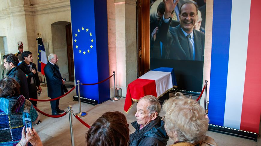 Le cercueil de Jacques Chirac aux Invalides lors de l'hommage populaire rendu dimanche 29 septembre