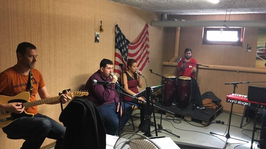 Le groupe Cachou Cachou en répétition à Sélestat