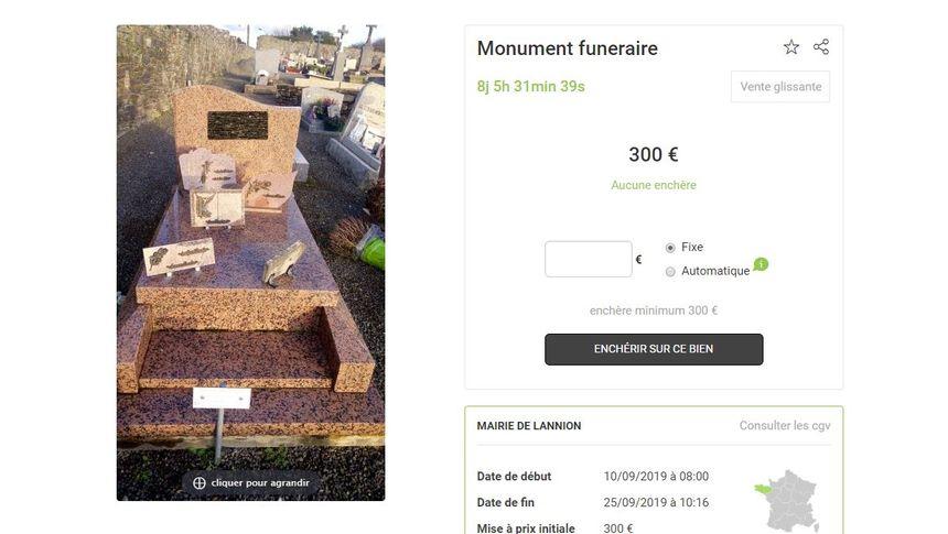 Monument funéraire mis aux enchères - Aucun(e)