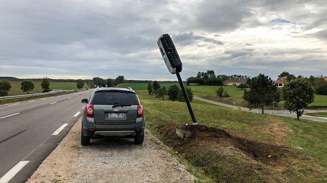 Radar Cult: la voiture qui a servi à tirer le mât