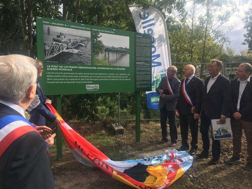 Des panneaux rappelant l'histoire de ces baleines ont également été inaugurés. - Radio France