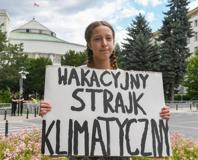 Inga Zasowska a passé tous ses vendredi du mois de juillet devant le parlement polonais à Varsovie.