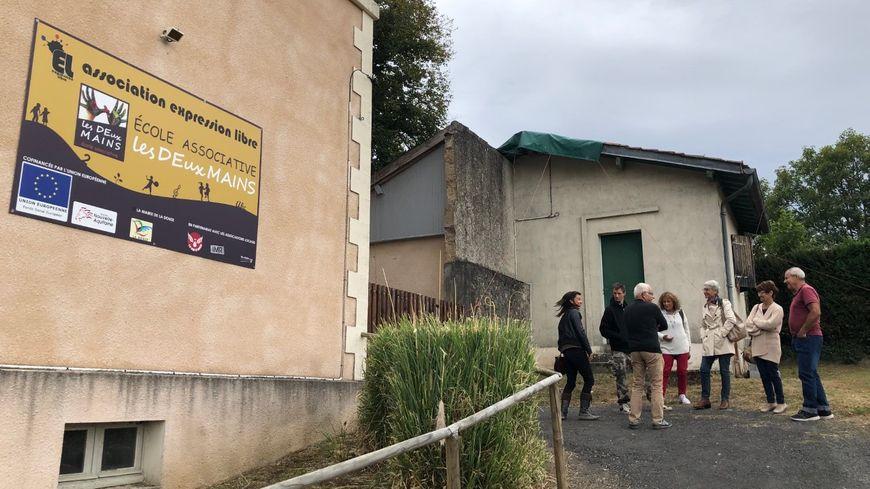 Tout un village s'est mobilisé pour rouvrir l'ancienne école des Versannes à La Douze