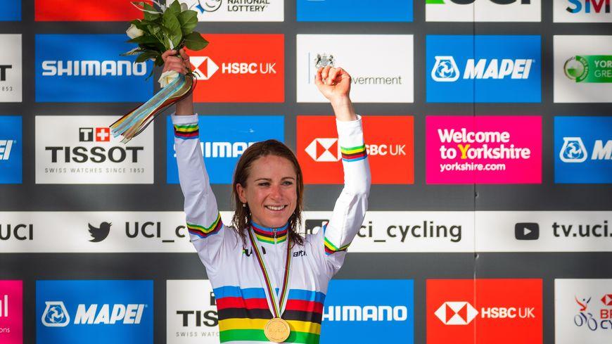 Annemiek van Vleuten est devenue championne du monde à 36ans, 11 mois et 20 jours, soit 14 de plus que Jeannie Longo en 1995