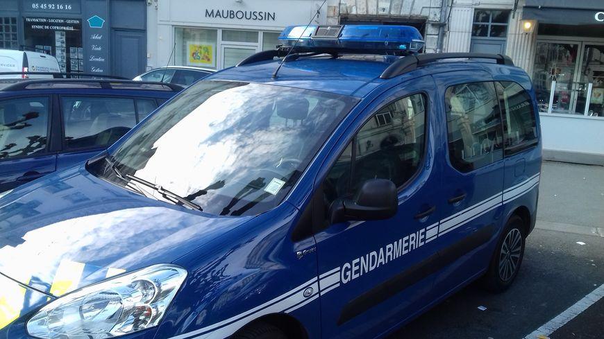 Les gendarmes ont interpellé le conducteur de la voiture chez lui, alors qu'il avait pris la fuite.