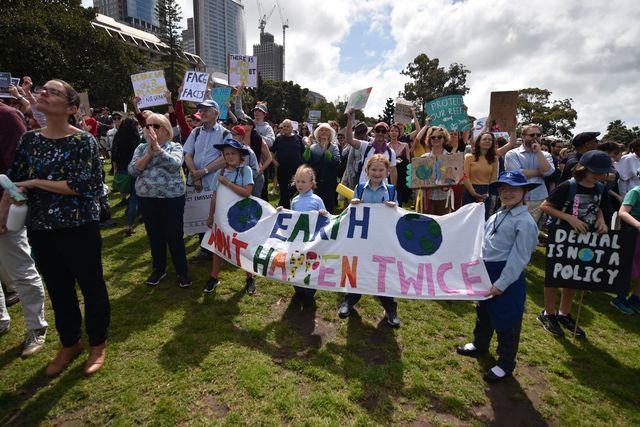 Des manifestants attendent pour le départ de la marche de Sidney.