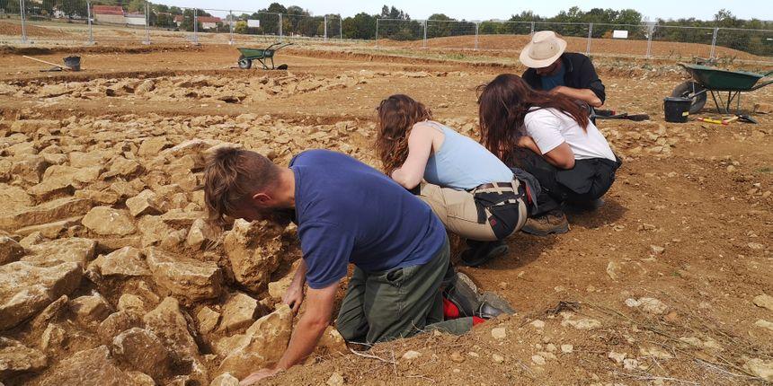 Les archéologues sur le chantier