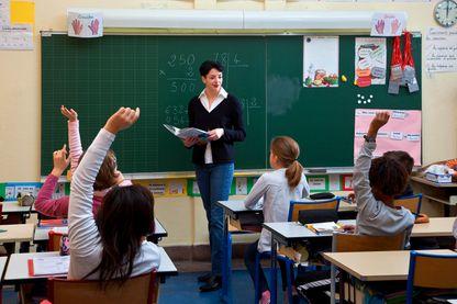 Si les salaires sont plus élevés que la moyenne au lycée, les revenus des enseignants sont ici scandaleusement bas dans le primaire.