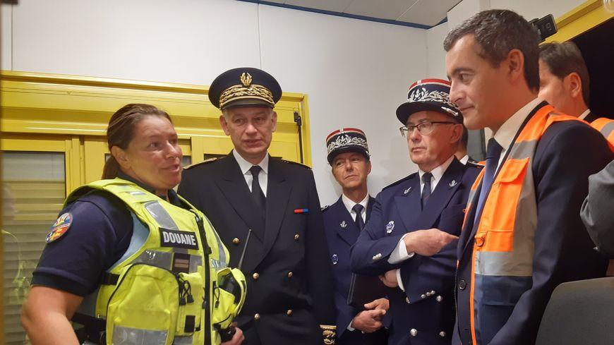 """Gérald Darmanin, à la rencontre des douaniers de Ouistreham en vue des futurs contrôles """"post Brexit"""""""