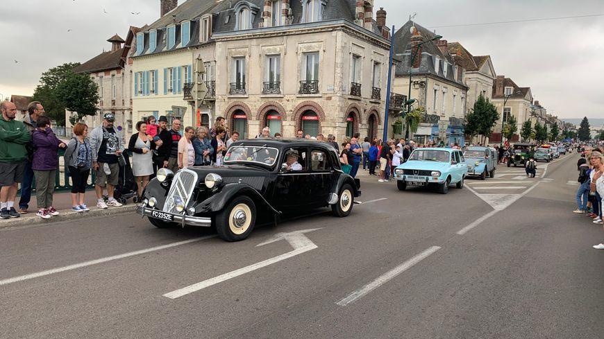 Les Bouchons de Joigny ont eu lieu ce samedi 31 août et ce dimanche 1er septembre. Des centaines de véhicules ont défilé dans les rues.