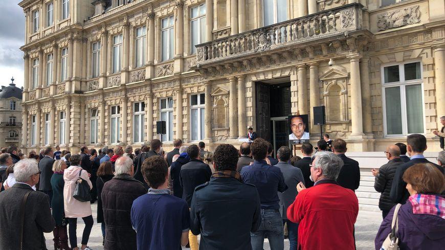 La cérémonie s'est conclue par une minute de silence suivie d'une minute d'applaudissements