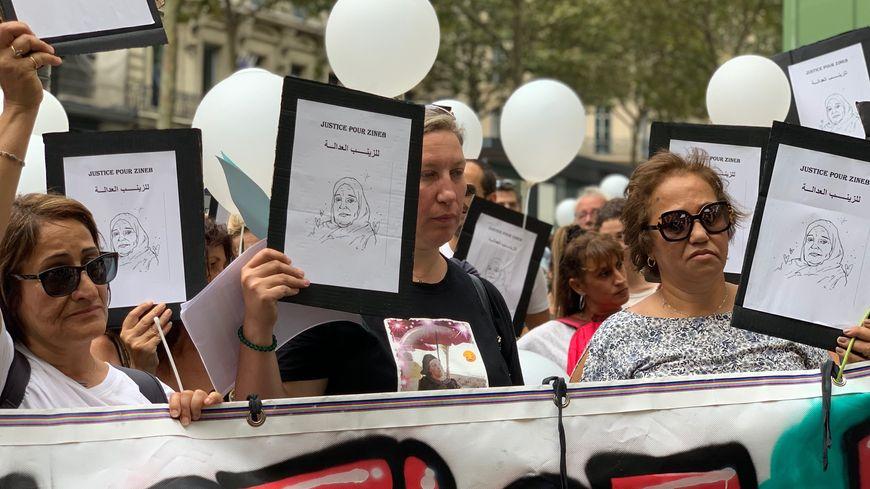 La fille de Zineb Redouane en tête de la marche blanche