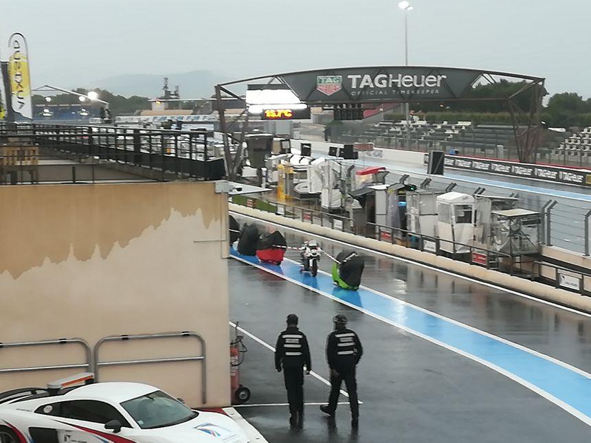Course interrompue et motos bâchées sur le circuit Paul-Ricard à cause des fortes pluies