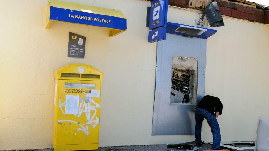 C'est un distributeur automatique de billets qui a été attaqué à l'explosif à Labrit, dans la nuit de mardi à mercredi.