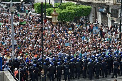 Les forces de l'ordre face aux manifestants ce mardi 17 septembre à Alger