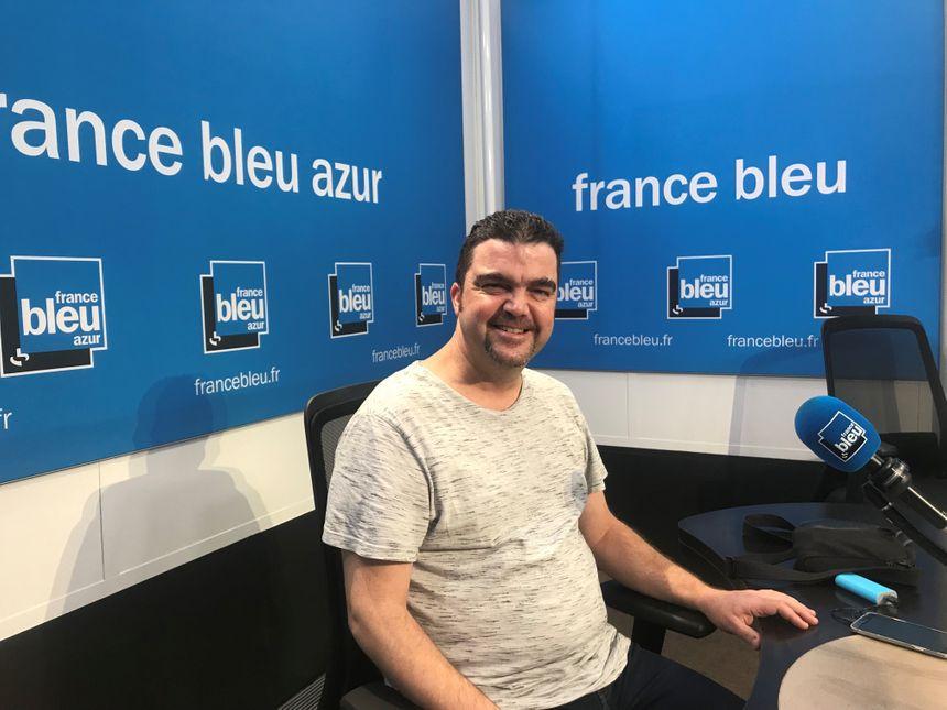 Ludovic Parfait dans les studios de France Bleu Azur