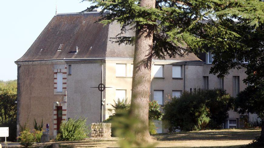 Illustration : l'abbaye Sainte-Croix de Saint-Benoît où s'est déroulé l'essai clinique.