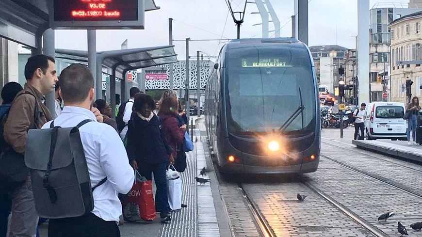 Arrivée du tram ligne C en gare Saint-Jean