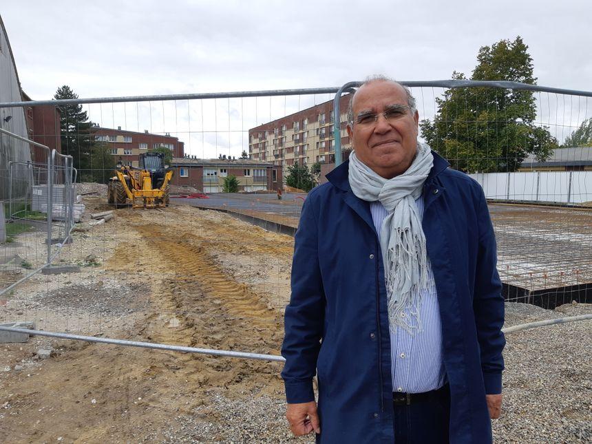 M'hammed El Hiba, le directeur d'Alco devant les fondations du futur bâtiment