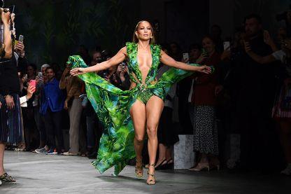Jennifer Lopez dans une robe verte devenue emblématique
