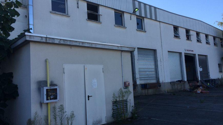 Le bâtiment industriel investi par le Collectif Action Logement 14.09 pour loger les migrants des Gayeulles