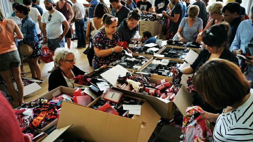 Vente caritative de sous-vêtements