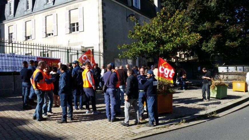 Une quarantaine de personnes ont manifesté devant la préfecture de la Creuse ce jeudi 19 septembre