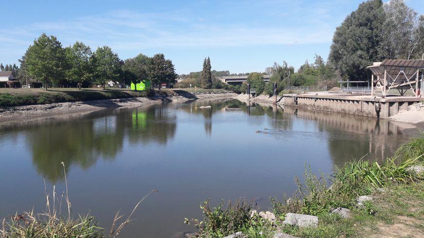Le canal sans eau à Chavelot