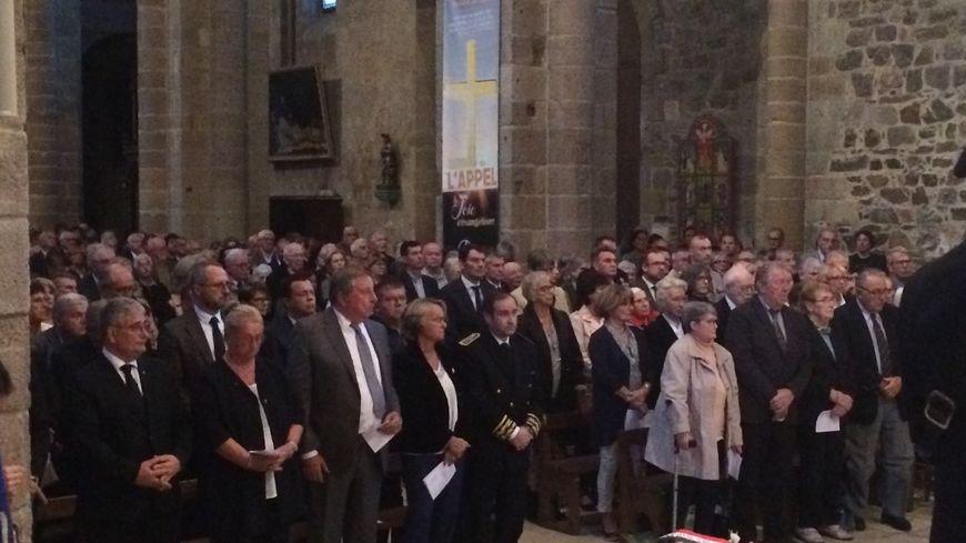 La messe a été suivie par environ 650 personnes massées dans la cathédrale