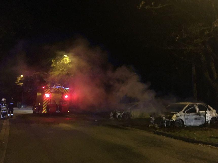Les pompiers ont pu recommencer à intervenir dès que les renforts des forces de l'ordre ont sécurisé les lieux.