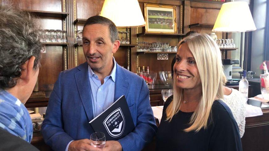 Joe DaGrosa, le propriétaire des Girondins de Bordeaux, et Sylvie Pépin, la directrice des relations extérieures dans les salons du château du Haillan.