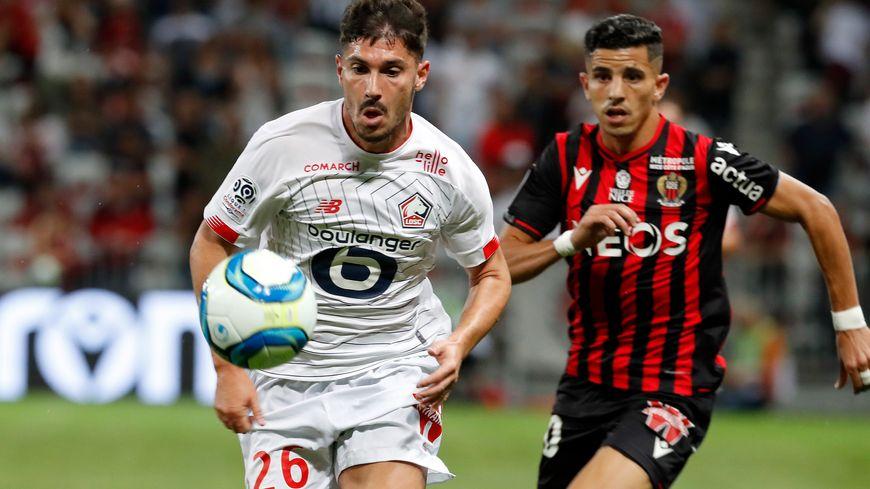 Le Niçois Youcef Atal à la poursuite de l'ancien aiglon Jérémy Pied samedi à l'Allianz Riviera (1-1 entre Nice et Lille)
