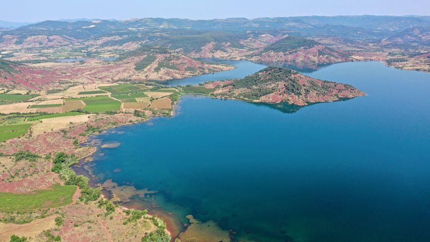 Vue aérienne du lac du Salagou