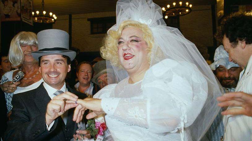 Coluche et Thierry Le Luron se mariant